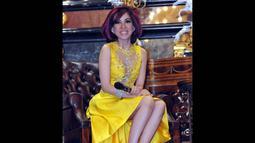 Dokter cantik, Sonia Wibisono tampil anggun dengan menggunakan dress tanpa lengan berwarna kuning, Jakarta, Selasa (18/11/2014). (Liputan6.com/Panji Diksana)