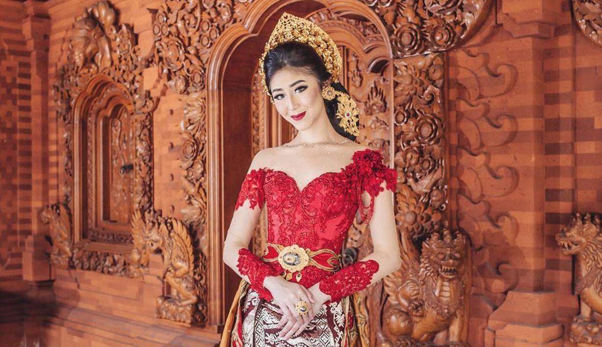 Penampilan Putu Ayu Saraswati sering kali mencuri perhatian netizen. Bahkan, gaya Putu Ayu saat menggunakan kebaya juga kerap mendapat sorotan publik. (Liputan6.com/IG/@ayusarasw)