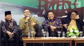 Ketua MPR Zulkifli Hasan, Ketua DPR Bambang Soesatyo dan Ketua DPD Oesman Sapta Odang serta Wakil Ketua MPR Hidayat Nur Wahid menjadi pembicara dalam Refleksi Akhir Tahun dan Tahun Politik 2019 di Jakarta, Selasa (18/12). (Liputan6.com/Johan Tallo)