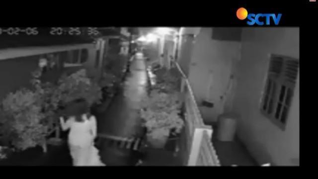 Pelecehan seksual ini terjadi, Selasa malam lalu saat korban tengah berjalan di gang dekat rumahnya, Tiba-tiba dia dibekap oleh pelaku dari belakang.