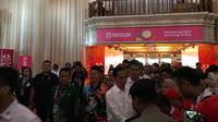 Presiden Jokowi mengunjungi atlet Asian Para Games 2018. (Liputan6.com/ Ahmad Fawwaz Usman)