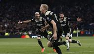 Selebrasi gol Donny van de Beek pada leg 1, Semifinal Liga Champions yang berlangsung di Stadion Tottenham Hotspur, London, Rabu (1/5). Ajax menang 1-0 atas Tottenham Hotspur. (AFP/Emmanuel Dunand)