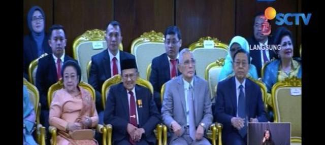 Sidang Tahunan MPR, DPR dan DPD, di Kompleks Gedung Wakil Rakyat di Senayan, kembali digelar. Dalam sidang tahunan tersebut, sejumlah mantan pemimpin negara hadir.