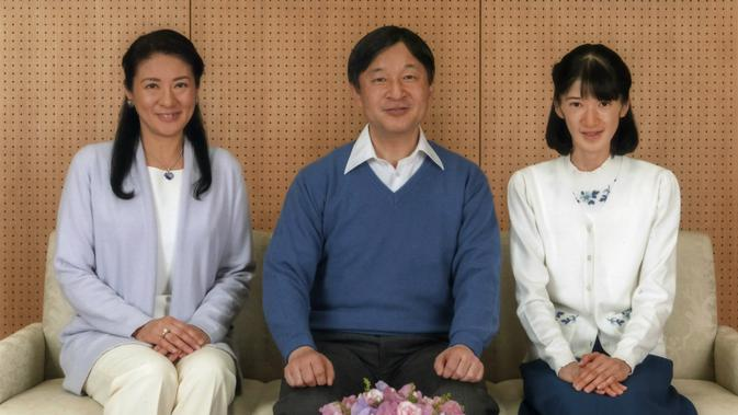 Pangeran Naruhito bersama dengan Putri Masako dan Putri Aiko dalam foto keluarga putra mahkota terbaru (AP)