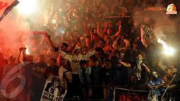 Euforia para suporter PSIS Semarang ketika tim kesayangan mereka mampu menjebol gawang Timnas Indonesia U19 di Stadion Jatidiri Semarang pada 14 Februari 2014 (LIputan6.com/Helmi Fithriansyah).