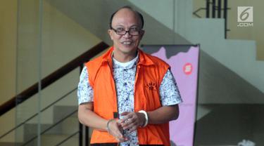 Ekspresi anggota DPRD Sumut Tohonan Silalahi usai menjalani pemeriksaan lanjutan di Gedung KPK, Jakarta, Senin  (18/3). Tohonan Silalahi diperiksa sebagai tersangka untuk melengkapi berkas. (merdeka.com/Dwi Narwoko)