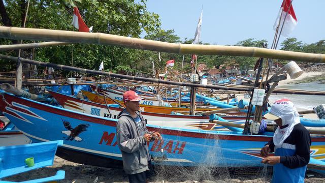 Nelayan Ranca Buaya Garut lebih memilih menepi akibat cuaca ekstrem