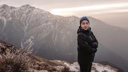 Selama 10 hari belakangan, Nikita Willy memang berada di Nepal. Liburannya yang ala backpaker ini pun mendapat pujian dari penggemarnya karena selera liburannya berbeda dari para selebriti yang lain. (Liputan6.com/IG/@nikitawillyofficial94)