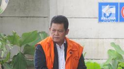 Walikota Pasuruan Setiyono berjalan akan menjalani pemeriksaan lanjutan di gedung KPK, Jakarta, Jumat (11/1). Setiyono diperiksa sebagai tersangka terkait dugaan suap sejumlah proyek di wilayah Kota Pasuruan, Jawa Timur. (Merdeka.com/Dwi Narwoko)