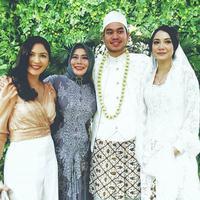 Dewi Yull mengungkapkan, Jessica Mila yang menjodohkan anaknya, Rama Sahetapy dengan Medianti Octavia (Instagram/@dewiyullofficial)
