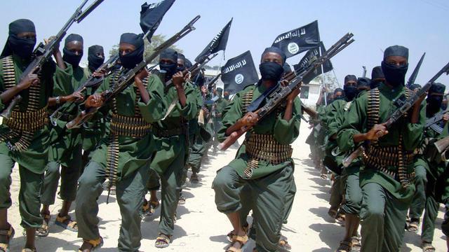 Militan al-Shabab berlatih di Somalia (AP/Mohamed Sheikh)