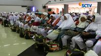 Ratusan jemaah calon haji kloter 8 asal DKI Jakarta diberikan pembekalan dan pengecekan kesehatan oleh panitia sebelum diberangkatkan.