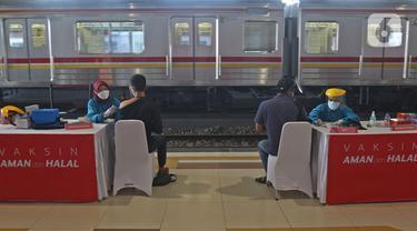 Vaksinasi di Stasiun Bogor