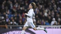 Pelatih Real Madrid, Zinedine Zidane, mengonfirmasi cedera hamstring yang dialami Luka Modrid. (AFP/Gabriel Bouys)