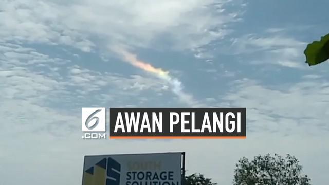 Kejadian alam unik muncul di Filipina. Langit berwarna pelangi terlihat dari kejauhan. Fenomena ini disebut cloud irisation.