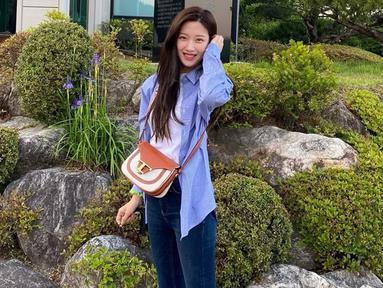 Moon Ga Young cukup aktif mengunggah berbagai kegiatannya di laman Instagram. Bahkan, pemain drama True Beauty ini kerap mengunggah gaya OOTD lho. (Liputan6.com/IG/@m_kayoung)