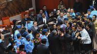 Rapat Paripurna Pengesahan Rancangan Undang-Undang (RUU) Pilkada ricuh, Jakarta, (25/9/14). (Liputan6.com/Andrian M Tunay)