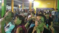 Reaksi para penonton yang menonton balapan F1 GP Singapura di Sirkuit Marina Bay, Minggu (17/9/2017). (17/9/2017). (Bola.com/Muhammad Wirawan Kusuma)