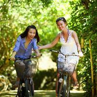 ilustrasi olahraga bersepeda/Image by Jess Foami from Pixabay