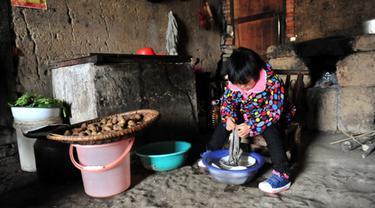 Ibu Kabur dari Rumah, Gadis Cilik Rawat Kakek-Nenek Sendirian