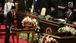 Presiden Jokowi bersiap menyampaikan Pidato Kenegaraan, Nota Keuangan dan Rancangan Anggaran Pendapatan Belanja Negara (RAPBN) 2018 di Gedung Parlemen, Jakarta (16/8). (Liputan6.com/Johan Tallo)