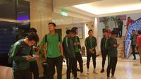 Para pemain Timnas Indonesia U-22 bersiap menuju ke Stadion Rizal Memorial untuk menghadapi Vietnam, pada laga final SEA Games 2019, Selasa (10/12/2019). (Bola.com/Zulfirdaus Harahap)