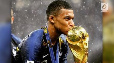 Kylian Mbappe berhasil mencuri perhatian penonton Piala Dunia 2018. Umur yang masih muda, dan prestasi yang luar biasa membuatnya ramai jadi perbincangan.