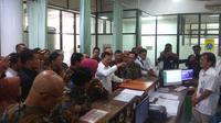 Menteri Kesehatan Terawan Agus Putranto berkunjung ke RS Hasan Sadikin, Bandung, Senin, 23 Desember 2019, dalam rangka meninjau kesiapan pelayanan kesehatan libur Natal dan pergantian tahun. (Foto: Arie Nugraha/Liputan6.com))