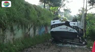 Polisi masih menyelidiki penyebab pasti kecelakaan. Namun, diduga akibat sopir bus mengantuk sehingga kehilangan keseimbangan.