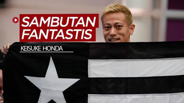 Berita video gelandang asal Jepang, Keisuke Honda, mendapat sambutan yang meriah dan fantastis dari suporter Botafogo saat tiba di Brasil.