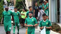 Pemain Persebaya Surabaya saat menjalani pemusatan latihan di Sleman. (Bola.com/Aditya Wany)