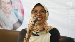 Dokter Yaniar Mulyantini saat menjadi pembicara dalam diskusi 'Berbagi Cerita: Saling Dukung dan Peduli Kesehatan Jiwa' di Jakarta, Sabtu (27/4). Kegiatan itu mengajak seluruh masyarakat untuk stop stigma buruk terhadap orang dengan gangguan jiwa. (Liputan6.com/Herman Zakharia)