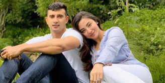 Margin Wieheerm kini telah sah menjadi istri dari aktor tampan, Ali Syakieb. Siapa sangka, ternyata sejak lama Margin ngefans dengan laki-laki yang kini telah menjadi suaminya.(Instagram/marginw)