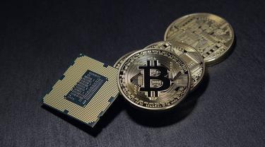 Bitcoin - Image by Benjamin Nelan from Pixabay