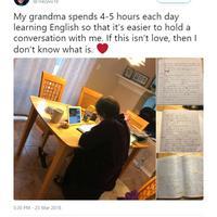 Seorang nenek menghabiskan waktunya hingga lima jam sehari untuk belajar bahasa Inggris agar bisa bicara dengan cucunya. (Sumber Foto: Koreaboo)