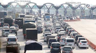 Kendaraan yang mengarah ke Jawa Tengah hanya bisa berjalan 10 Km per jam.