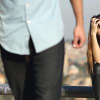 Supaya rencana pernikahanmu dengan si dia nggak batal di tengah jalan, ada baiknya kamu menjauhi beberapa hal buruk ini. (Foto: whitsundayprofessionalcounselling.com)