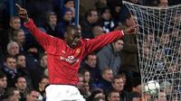 5. Andy Cole - Pada era 90an, dirinya merupakan icon ketajaman lini depan Manchester United di bawah kepemimpinan Sir Alex Ferguson. Lima gelar Premier League berhasil dipersembahkannya untuk Setan Merah. (AFP/Gerry Penny)