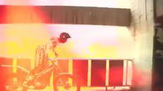 Seorang freestyler melalakukan aksi memukau mengelilingi seisi stadion Camp Nou, kandang FC Barcelona. (Youtube)