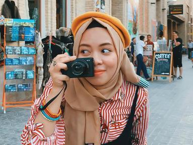 Mengikuti jejak Atta Halilintar, adik perempuannya, Sohwa Halilintar juga mencuri perhatian. Ia aktif di Instagram dan juga sebagai YouTuber. Beberapa potret dirinya juga sering dibagikan di media sosial. (Liputan6.com/IG/@sohwahalilintar)