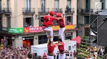 Warga Barcelona begitu antusias merayakan festival La Merce. Mereka mengikuti kompetisi menara manusia yang telah ada sejak abad 18.