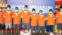 Pelaku penyerangan terhadap petugas Bea Cukai Riau memakai baju tahanan Polresta Pekanbaru. (Liputan6.com/Istimewa)