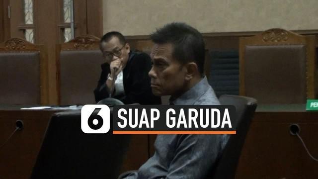 Seorang pengusaha didakwa menyuap mantan Dirut Garuda Emirsyah Satar selama kurun waktu 2009-2014. Jumlahnya 58,4 juta dolar AS, 1 Juta Euro, dan 1 juta Dolar Singapura.