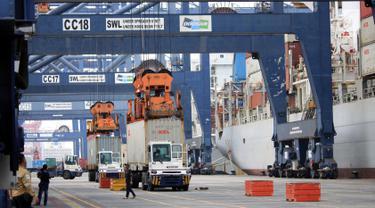 PHOTO: Melihat Suasana Pelabuhan Terminal Peti Kemas Koja