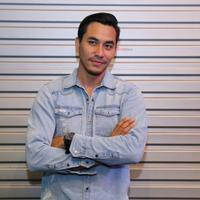 Darius Sinathrya bermain di film Asih bersama Citra Kirana. (Adrian Putra/Fimela.com)