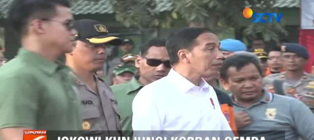 Tak hanya berkunjung, Jokowi juga menginap di salah satu tenda posko utama di Kecamatan Tanjung bersama para pengungsi korban gempa.