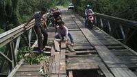 Jembatan adalah cara polisi untuk menunjukkan peran sebagai petugas sosial. (Liputan6.com/Raden AMP)