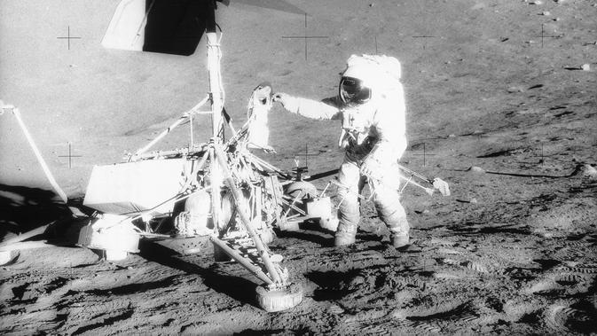 Misi kedua manusia di bulan menggunakan Apollo 12 (NASA)