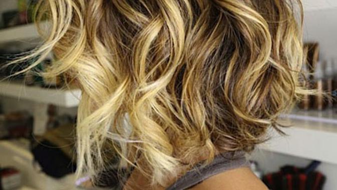 Inspirasi Warna Rambut Cokelat Natural Untuk Rambut Ikal Page 1 Fimela Fimela Com