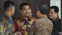 Menpora Imam Nahrawi (kedua kiri) berbincang jelang mengikuti rapat evaluasi SEA Games 2017 dan progres persiapan Asian Games 2018 di Jakarta, Senin (2/10). Rapat dipimpin Menko PMK Puan Maharani. (Liputan6.com/Helmi Fithriansyah)